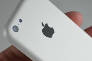 iPhone 5C: nuove fotografie in alta risoluzione della scocca posteriore