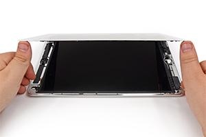 iPad Air disassemblato, mostra una batteria più piccola