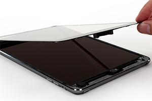 Gli interni di iPad mini con display Retina, la batteria integrata è molto più grande