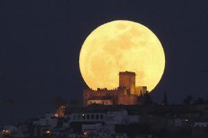 Superluna: ecco alcune immagini mozzafiato