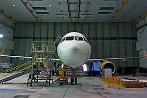 Nell'hangar con l'Airbus A320 Vueling con Wi-Fi e banda larga