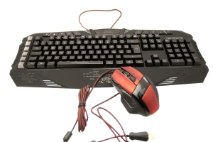 Speedlink DECUS Gaming Mouse e PARTHICA Core Gaming Keyboard
