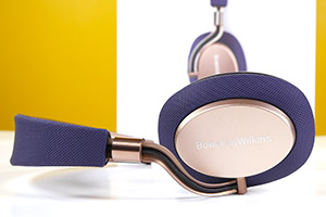 Bowers & Wilkins PX eccole  dal vivo in livrea Soft Gold