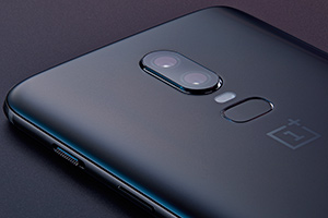 OnePlus 6: foto ufficiali in Midnight Black