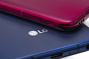 LG V40 ThinQ: foto ufficiali