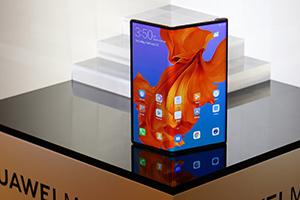 Huawei Mate X: foto dal vivo dello smartphone pieghevole