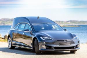 Tesla Model S in versione carro funebre: dalla Norvegia un'esemplare in vendita a 200.000 $