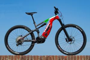 THOK lancia la sua e-bike MIG in versione Flag Edition per celebrare la fine del lockdown