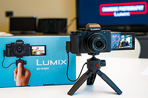 Panasonic Lumix G100: super compatta