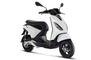 Piaggio ONE, scooter elettrico in tre differenti versioni