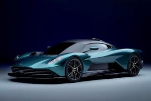 Nuova Aston Martin Valhalla