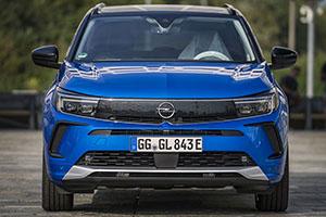 Nuova Opel Grandland, più che un restyle per il SUV plug-in tedesco