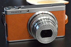 Fujifilm XF1 dal vivo le finiture in pelle a Photokina 2012