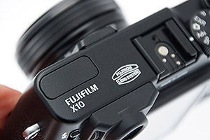 Fujifilm X10: compatta vintage con mirino ottico
