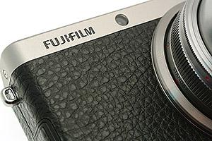 Fujifilm XF1: compatta, in metallo e con finiture in pelle