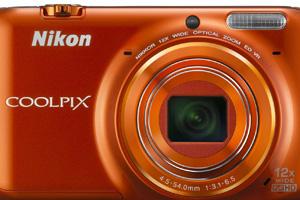 Nikon Coolpix S6500: colorata e Wi-Fi